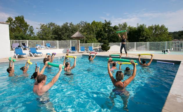 Séance d'aquagym dans la piscine